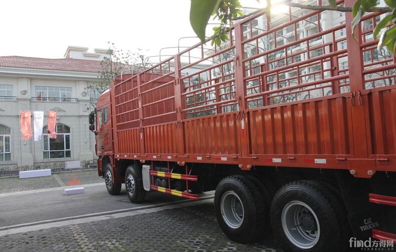 联合卡车U340 标载型 340马力 8X4 仓栅载货