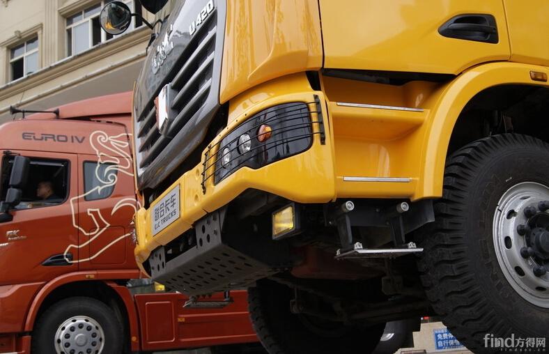 联合卡车U420 420马力 8X4 自卸车