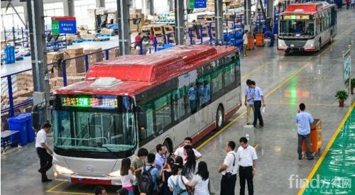 比亚迪天津造纯电动公交车下线 3小时可充满电高清图片