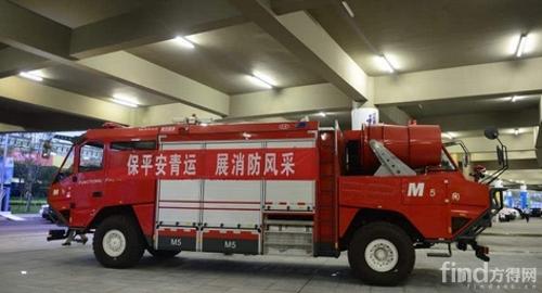 支队引进的一辆新型消防车现身青运会,令人啧啧称奇的是,它有两个车头