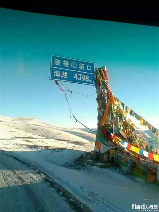 雪中徒步5公里 为卡友送防滑链——梅海军 (1)