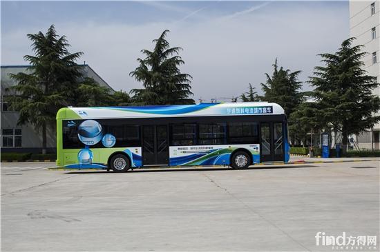 """2016年北京国际道路运输车辆展将于5月23日开幕,作为国内客车业最重要的年度盛会,各参展企业都将在展会上""""大显身手""""。 宇通作为中国客车业的领军者,每一年的重大展会都会引发行业关注,那今年的北京国际道路运输展又有哪些亮点呢? 为了充分满足大家的好奇心,方得网小编特在展会前进行了打探。据说,宇通今年将""""全副武装"""",新能源客车最前沿的燃料电池技术、高端商务车T7等重磅产品悉数登场,小编这就为你奉上宇通客车展会亮点详情。 亮点一: 八款展品刷新参展数量纪录 今年"""