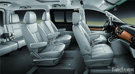 """绿色静谧+宜人温度,你的移动""""休息室"""" 商务出行总是难以避免旅途的劳累,二代瑞风M5进行材质、空调、降噪等细节升级,为商务人士打造舒适的移动休息室。二代瑞风M5全车选用绿色环保材料,清新的空气环境带给用户更舒适的呼吸。舒适的温度更是锦上添花,随着压缩机性能和全车密封性的提升,二代瑞风M5的制冷采暖效果更佳,车内四季温度始终舒适如一。 此外,二代瑞风M5降噪升级处理,带给用户更舒适的宁静体验。通过对发动机舱等区域,实施全新的声学包方案,降低车内噪音,二代瑞风M5的静谧程度简直媲美&l"""