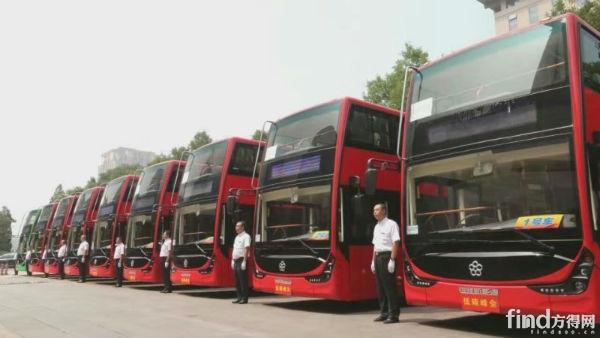 银隆钛酸锂双层纯电动大巴驶进北京!3