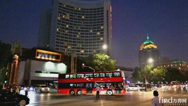 银隆钛酸锂双层纯电动大巴驶进北京!4