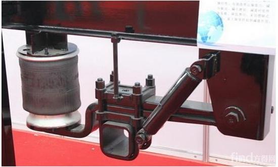 当空气弹簧液压减震悬挂在国内还属于高端挂车配置的时候,气囊悬挂系统在欧美地区已经是挂车标配了。因为传统的悬挂系统基于单独的空气弹簧和液压阻尼器模块,而液压阻尼器会受到环境影响容易发生磨损,导致挂车寿命期内液压阻尼特性的降低,VDL联合Firestone、D-Tec公司出品了集成了阻尼特性的空气弹簧挂车悬架。  集成式气囊弹簧悬挂