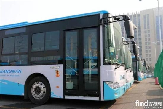 江南公交等待上新牌的金龙新能源车队-全国试点首张 绿牌 诞生 金龙客高清图片