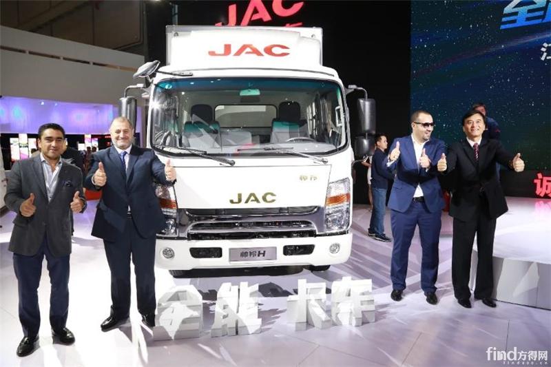 江淮汽车董事长安进先生携手海外经销商代表发布全能卡车