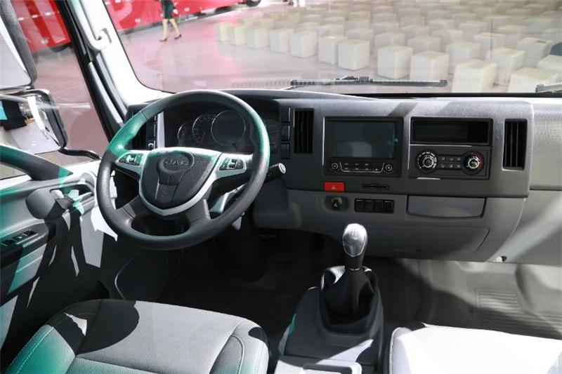 江淮全能卡车领先应用车联网、双安全气囊、360°影像、智能语音系统