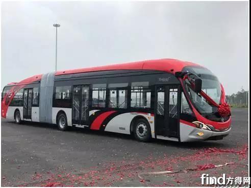 18米纯电动BRT空间巨大,满载可达约160人