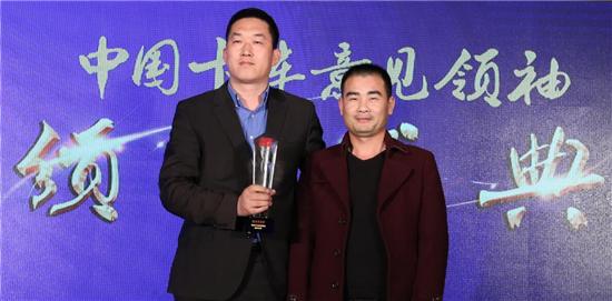 """欧曼EST超级卡车获""""中国卡车意见领袖推荐车型""""奖"""