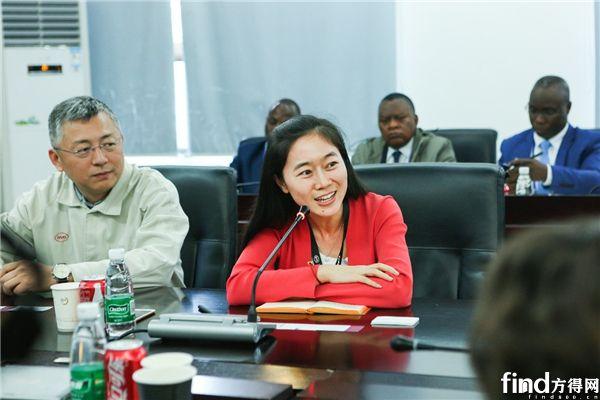 比亚迪品牌及公关处总经理李巍向各国来宾致欢迎辞