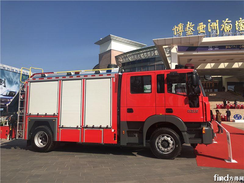 红岩四门消防车