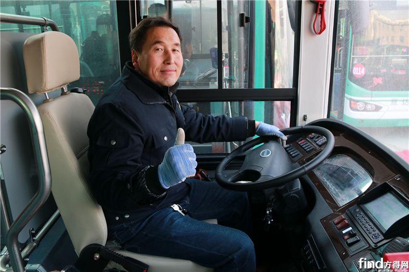亘达公交驾驶员点赞新上线的海格新能源公交车