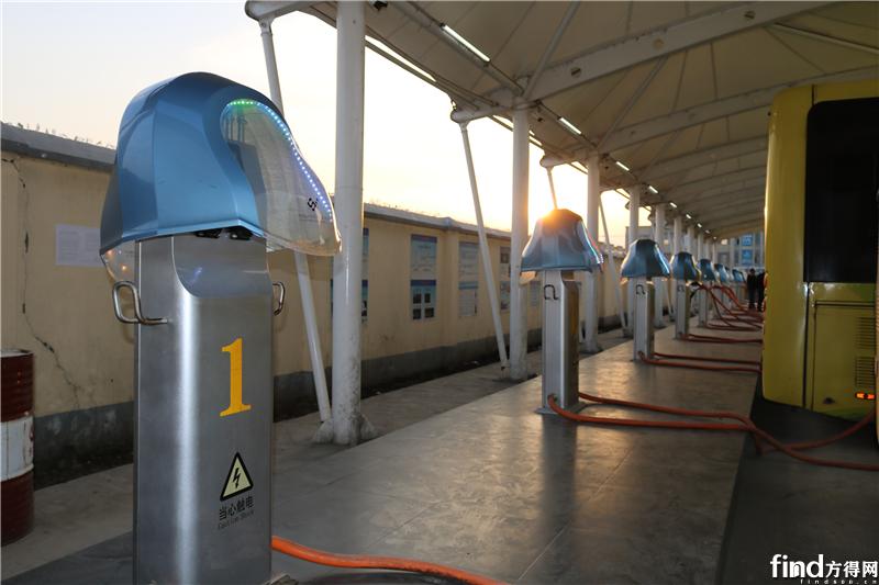 银隆纯电动公交助力潜江低碳发展 (1)