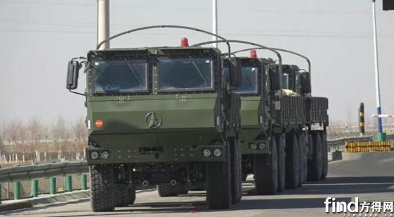 北奔重型战术车辆开赴试验场1