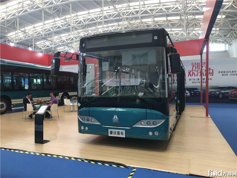 中国重汽JK6126GPHEVN5Q2插电式混合动力城市客车