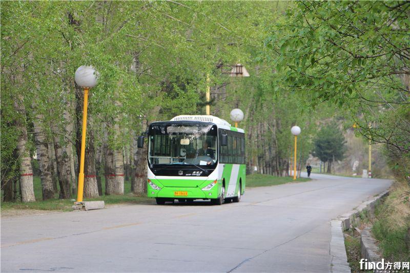 中通电动公交轻松面对各种坡路2