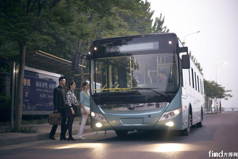 越来越多的人选择乘坐新能源客车出行