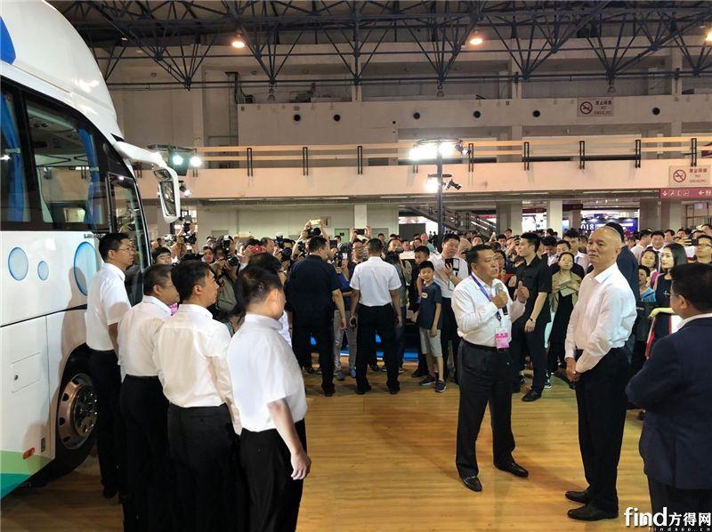 北京市领导蔡奇、陈吉宁参观福田欧辉氢燃料电池客车