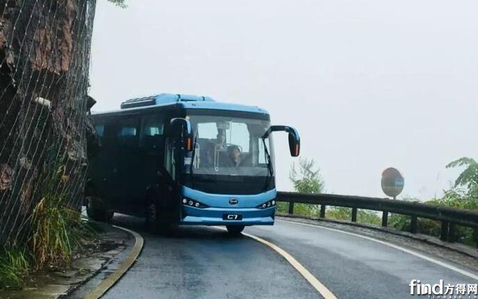 比亚迪C7客车首登黄山试运行 (1)