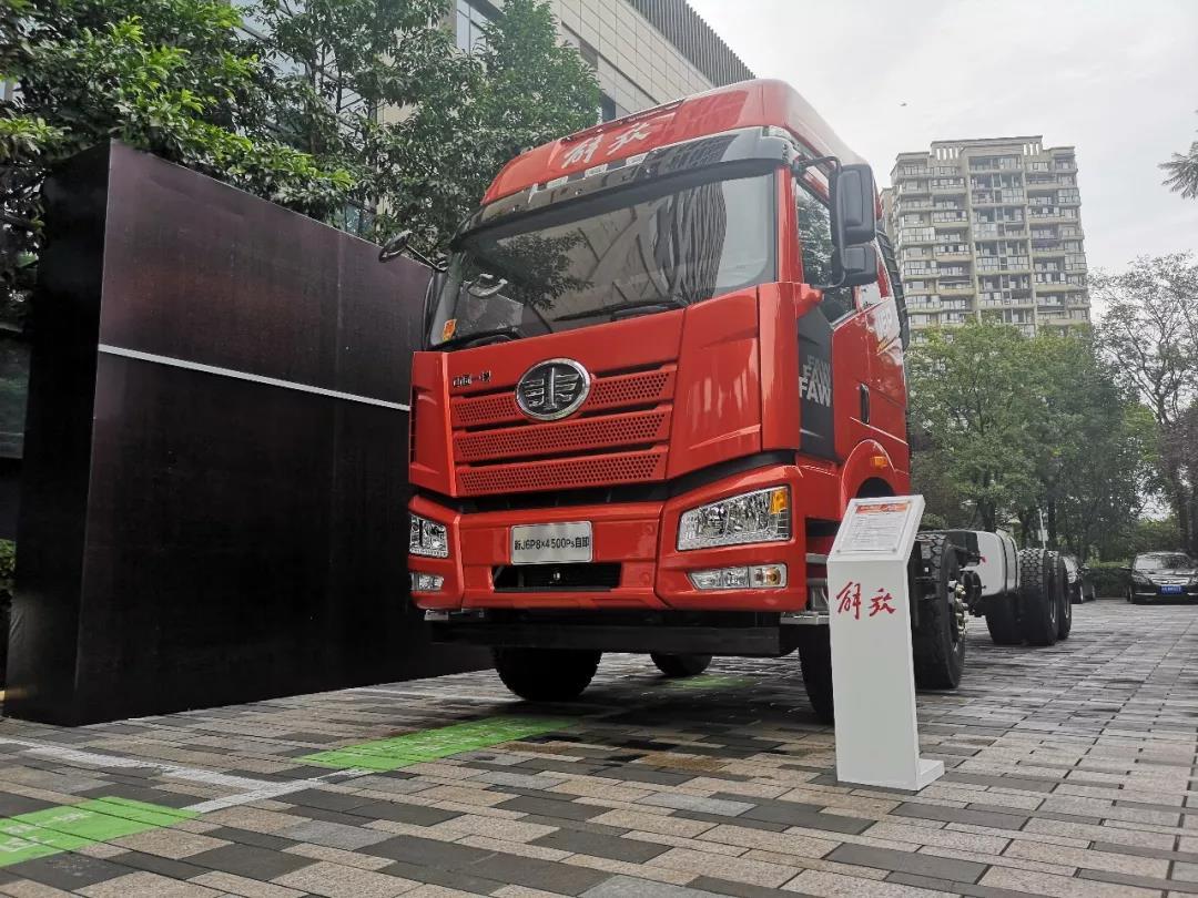 解放新J6 500马力自卸车上市 (8)