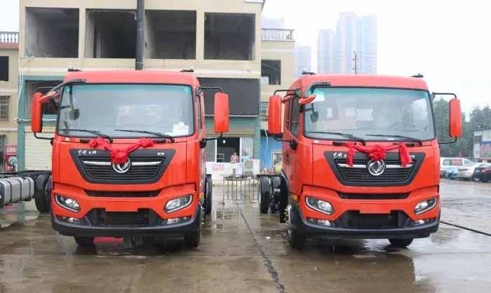 东风新一代中卡--天锦KR在湖南正式交付