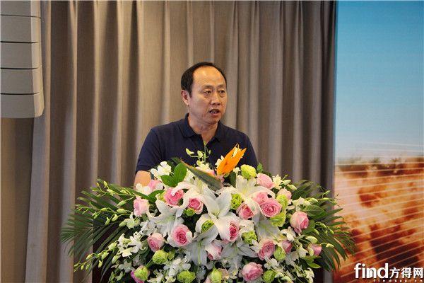 中国汽车新闻工作者协会常务副理事长兼秘书长李元胜致辞