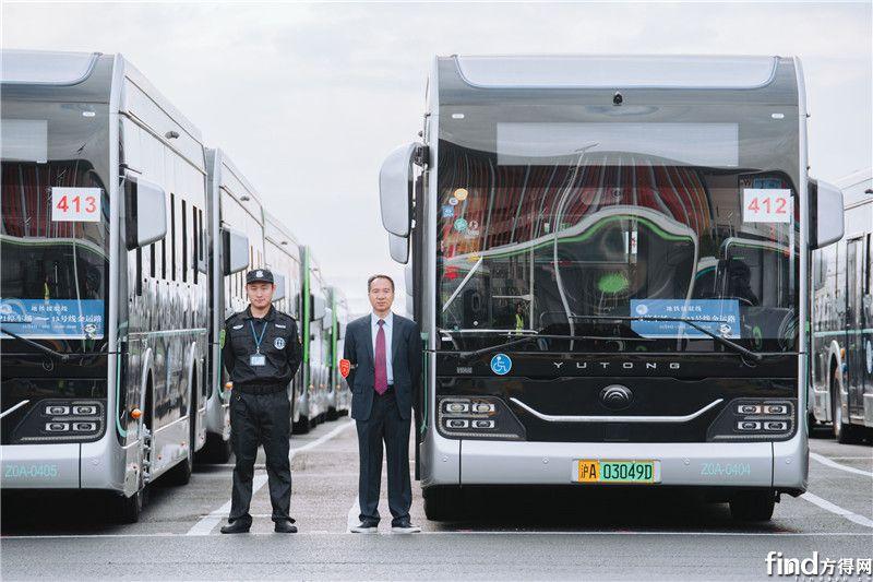 迎进博,宇通智能网联纯电动公交为上海美好出行而来 (1)