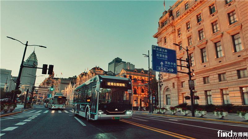 迎进博,宇通智能网联纯电动公交为上海美好出行而来 (7)