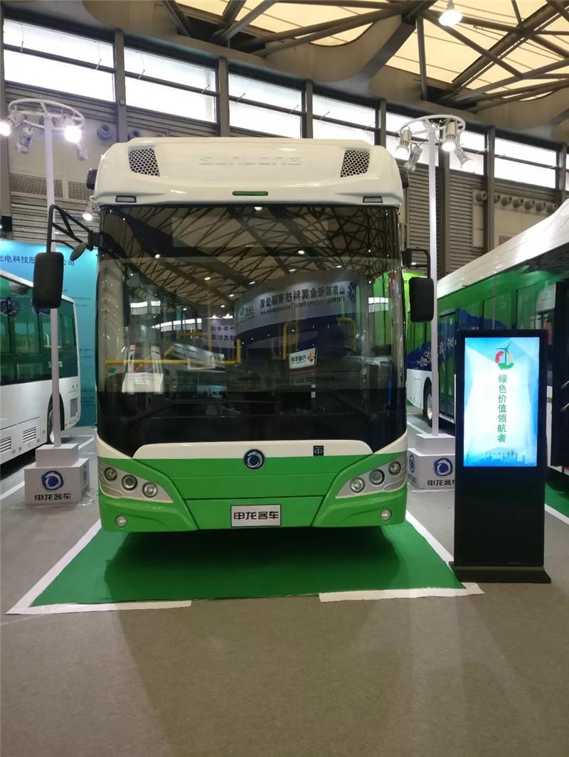 申龙三款新能源精品酷炫亮相上海国际客车展 (3)
