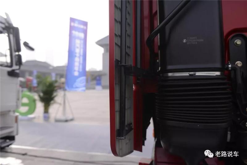 陕汽德龙X6000 (9)