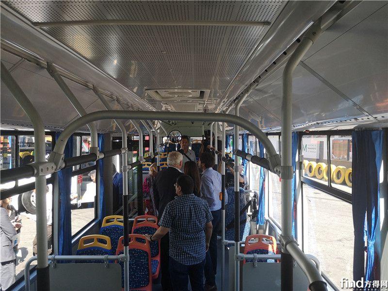 用户参观中通电动客车
