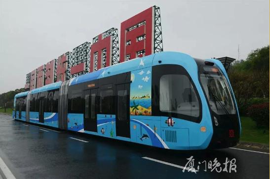 厦门市:超31米长智轨电车环岛路试跑