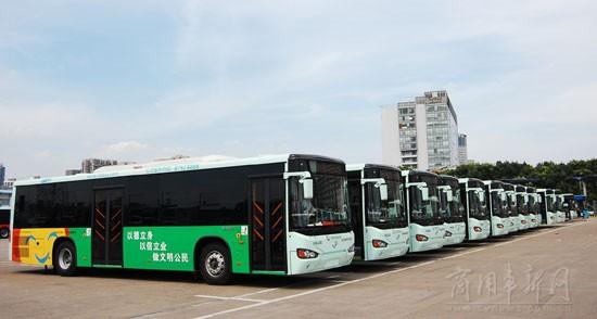 """节能减排换来蓝天白云 济南""""绿色公交""""突破5000辆"""