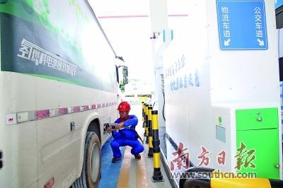 加油加氢充电一站搞定 氢燃料公交4分钟加满