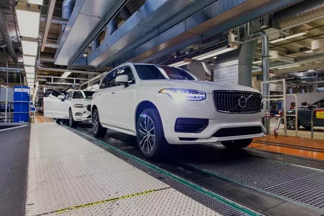 自动驾驶真的来了 第一批量产沃尔沃优步基础车型下线
