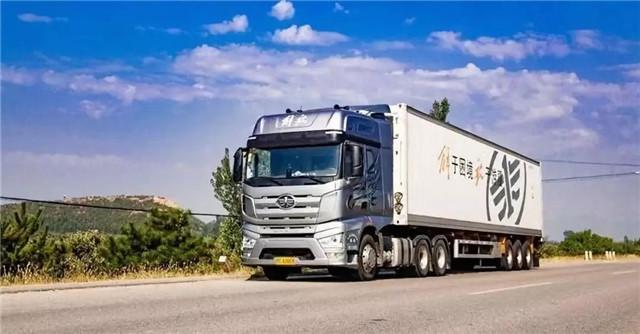 3400公里!车货总重49吨!550马力J7的52小时新疆行油耗只有……
