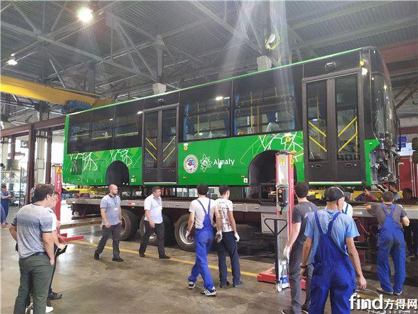 3 哈萨克斯坦工程师参与车辆生产