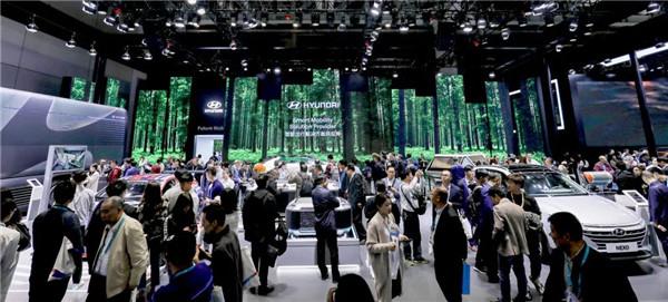 现代商用车进博会展示氢燃料电池卡车技术