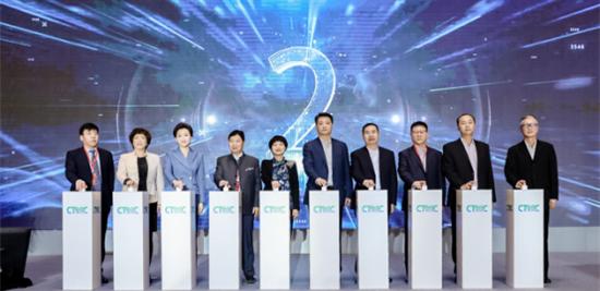 北京:扫码乘车、5G应用…越来越智能的北京公交