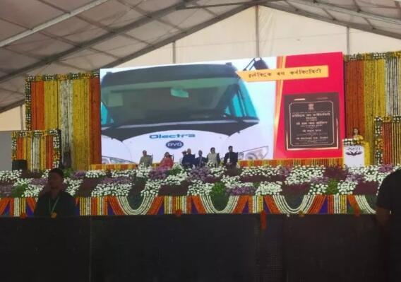 比亚迪交付印度锡尔瓦萨首台电动巴士 印总统亲自见证