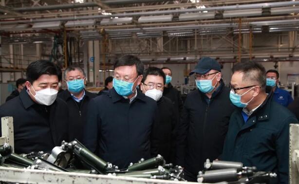 包头市委副书记、市长赵江涛来北奔重汽调研指导 疫情防控和复工复产工作