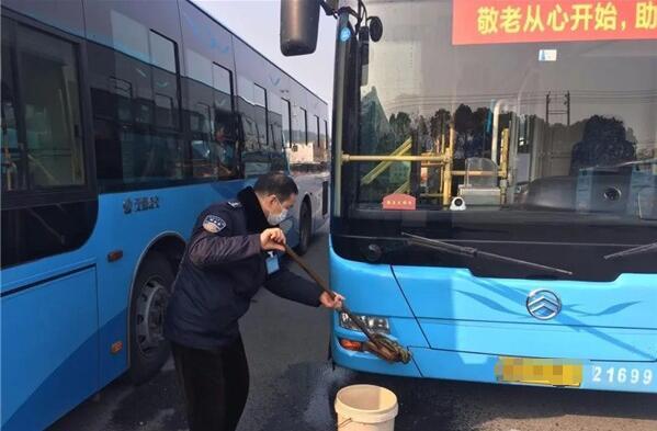 无锡公交:防疫复工双驱动,严查严控不松劲