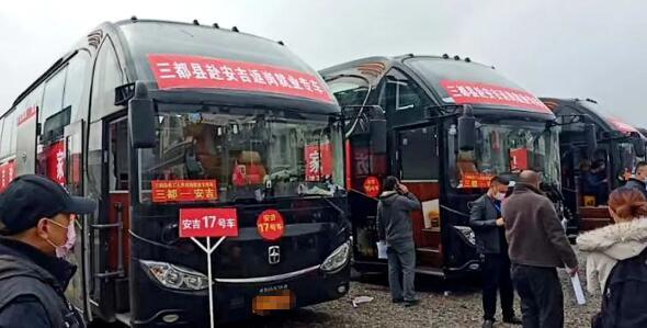 返岗复工进行时 10余台亚星客车护送暖满程