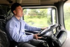 严鉴铂试驾配装法士特最新产品的试验车辆