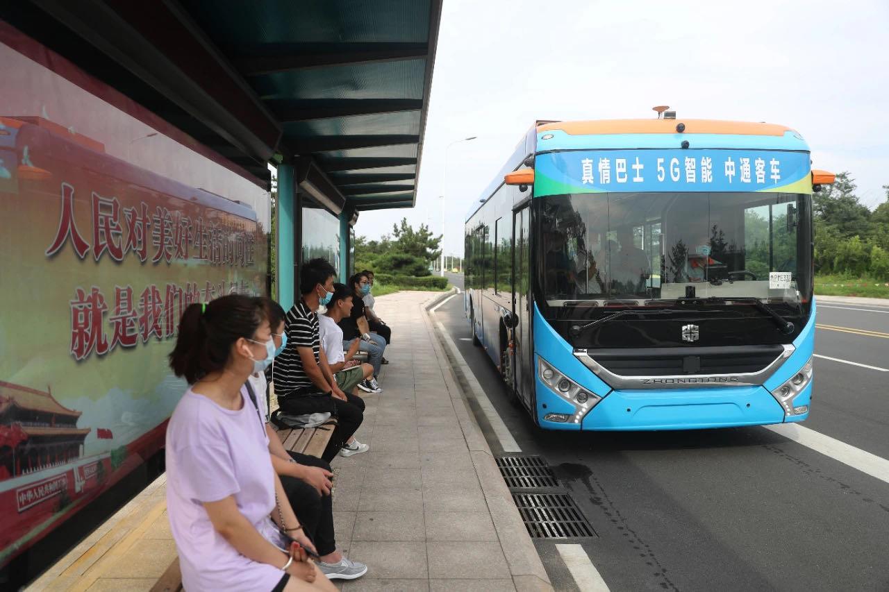 中通客车5G智能驾驶客车亮相青岛