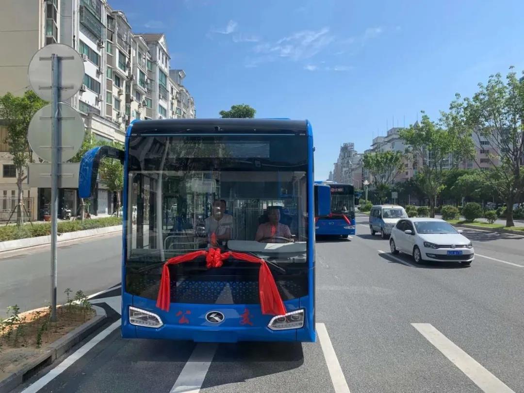"""金龙客车""""地铁巴士""""交付宁德 开创公交运营新模式"""