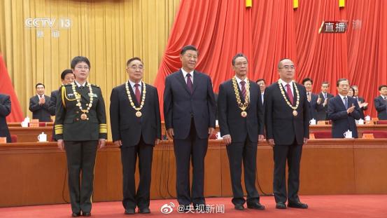宇通T7为抗疫英雄护航,以中国制造之名向功勋致敬!316