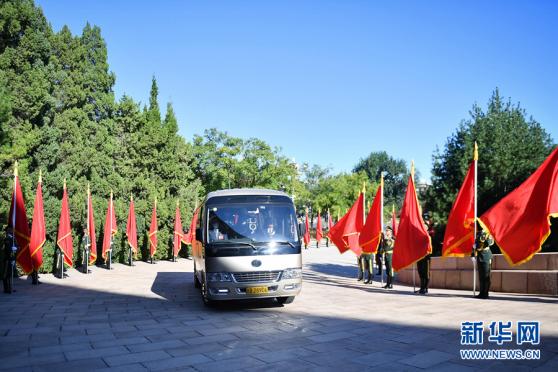 宇通T7为抗疫英雄护航,以中国制造之名向功勋致敬!570